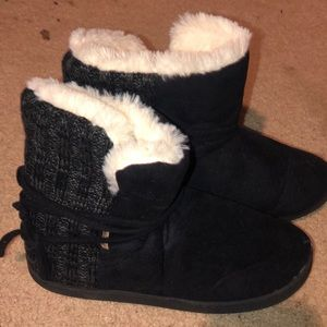 Mukluks black fuzzy boots